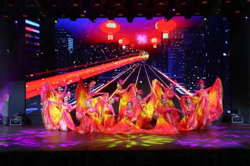 灯火里的中国.jpg